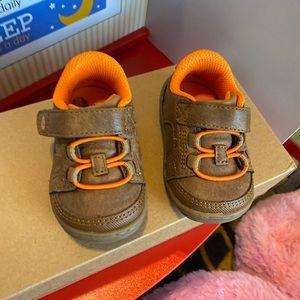 Stride rite memory foam baby shoes size 3
